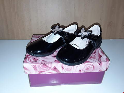Lot 12741 BOXED LELLI KELLY ANGEL BLACK LEATHER SPARKLE BUTTERFLY DETAIL VELCRO SHOES UK SIZE 8 JUNIOR