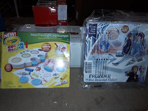 Lot 2218 CRAYOLA LIGHT UP STAMPER AND FROZEN 2 CREATE YOUR OWN BRACELET