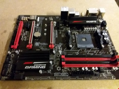 Lot 18 GIGABYTE AB350-GAMING 3 MOTHERBOARD