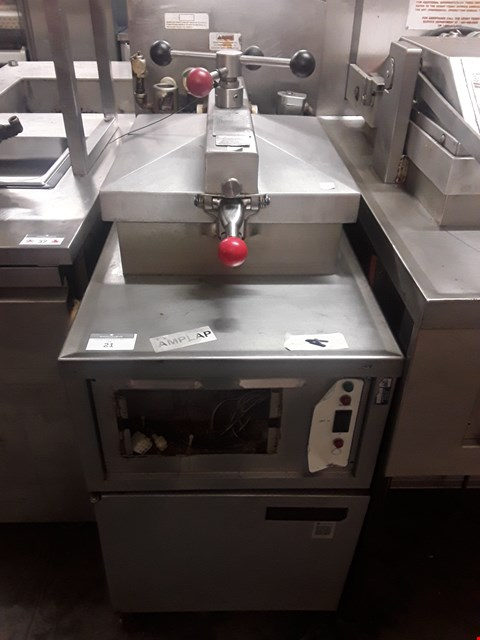 Lot 21 HENNY PENNY 4 HEAD GAS FIRED FRYER