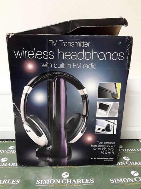 Lot 4640 BOXED DESIGNER FM TRANSMITTER WIRE HEADPHONES WITH BUILT-IN FM RADIO