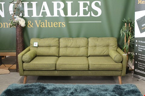 Lot 10001 QUALITY BRITISH MADE, HARDWOOD FRAMED GREEN FABRIC MID-CENTURY STYLE 3 SEATER SOFA WITH BOLSTER CUSHIONS ON WOODEN LEGS