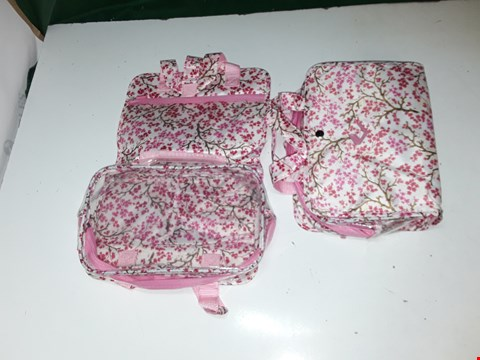 Lot 1093 2 X PINK MAKE UP BAGS