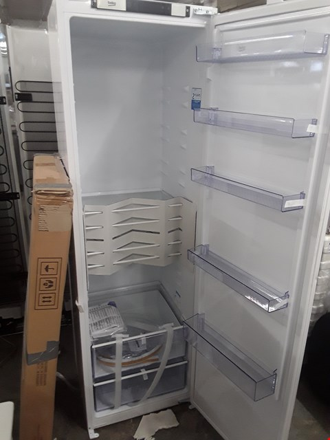 Lot 433 BEKO BLQSDW177 WHITE INTEGRATED FRIDGE