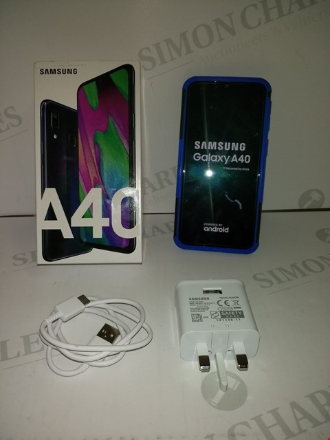 Lot 18355 SAMSUNG GALAXY A40 64GB SMART PHONE IN BLACK WITH BLUE PROTECTIVE CASE