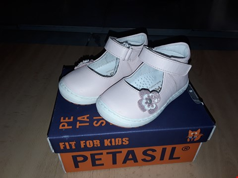 Lot 12507 BOXED PETASIL JUSTINE PINK LEATHER FLOWER DETAIL VELCRO STRAP SHOES UK SIZE 4 JUNIOR