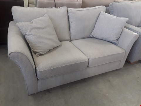 Lot 16 QUALITY BRITISH DESIGNER BEIGE TWEED TWO SEATER SOFA WITH SCATTER CUSHIONS