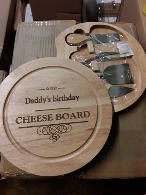 Lot 85 LOT OF 7 ASSORTED GRADE 1 ITEMS TO INCLUDE PERSONALISED BLACK LEATHER WALLET, SURVIVAL TOOL KIT FOR NEW DADS, PERSONALISED CHEESEBOARD WITH KNIVES  RRP £164