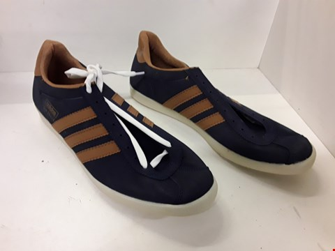 Lot 4149 PAIR OF DESIGNER TRAINERS IN THE STYLE OF ADIDAS SIZE UNSPECIFIED