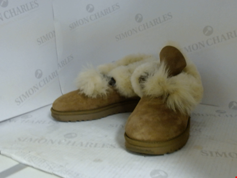 Lot 16099 BOX OF APPROXIMATELY 10 PAIRS OF UNBOXED DESIGNER FOOTWEAR TO INCLUDE UGG, BALENCIAGA, CONVERSE ETC.