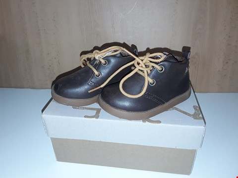 Lot 12617 BOXED CAMPER FOR KIDS BROWN LEATHER LACE UP SHOES UK SIZE 4 JUNIOR
