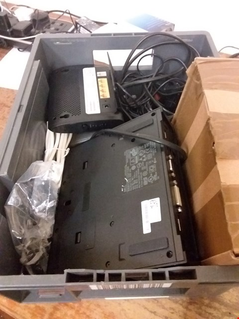 Lot 6050 BOX OF ASSORTED ELECTRICAL ITEMS TO INCLUDE CHARGING CABLES, CHARGERS, ROUTERS ETC