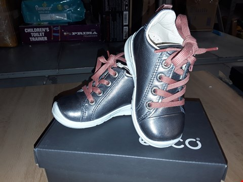 Lot 12275 BOXED ECCO CHILDRENS SILVER LEATHER LACE/ZIP UP SHOES UK CHILDRENS SIZE 4.5/5