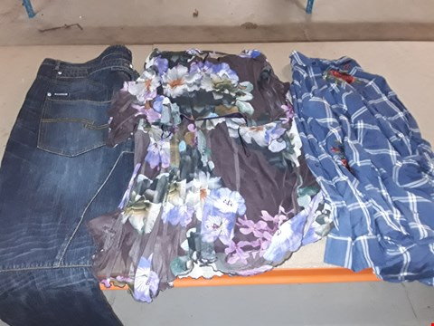 Lot 9408 4 BOXES OF APPROXIMATELY 93 ASSORTED CLOTHING ITEMS INCLUDING DARK WASH DANGO JEANS, BLUE CHECK SHIRT AND FLORAL PRINT HANKY HEM DRESS