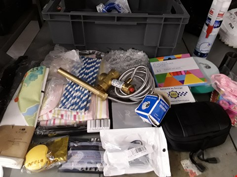Lot 35 BOX OF APPROXIMATELY 43 ASSORTED ITEMS TO INCLUDE KITCHEN GADGETS, REMOTE CONTROL, STRAWS ETC