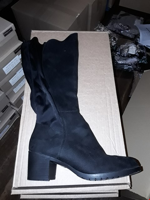 Lot 1304 CUSHION WALK SUEDETTE TALL STRETCH BOOTS SIZE 6