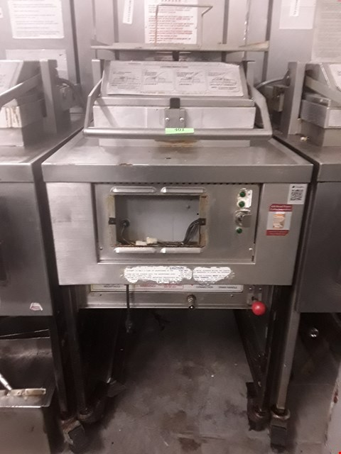 Lot 22 HENNY PENNY 8 HEAD FRYER