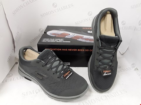 Lot 10712 BOXED PAIR OF SKETCHERS GO WALK 5 TRAINERS SIZE 9