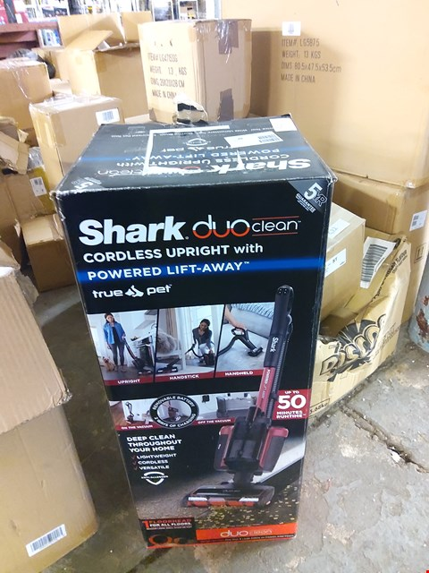 Lot 521 BOXED SHARK TRU PET