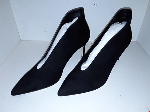 Lot 1015 A PAIR OF CORRINA BLACK SUEDE SHOES UK SIZE 8