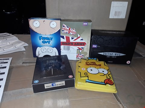 Lot 4142 JOB LOT OF ASSORTED CD/DVD BOXSETS , BOOKS AND GAMES TO INCLUDE THE SIMPSONS, FAMILY.Y GUY, DR WHO (4 BOXES)