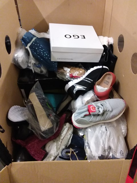 Lot 9054 CAGE OF ASSORTED ITEMS OF FOOTWEAR TO INCLUDE EGO, FITFLOP, BLOWFISH MALIBU ETC