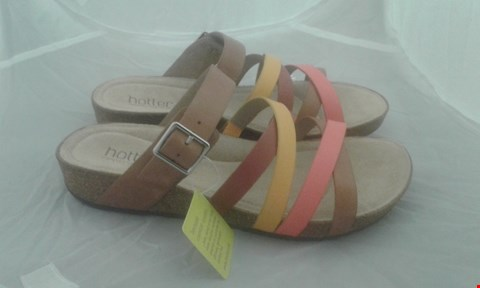 Lot 2092 PAIR OF HOTTER ISLAND SIZE 6.5