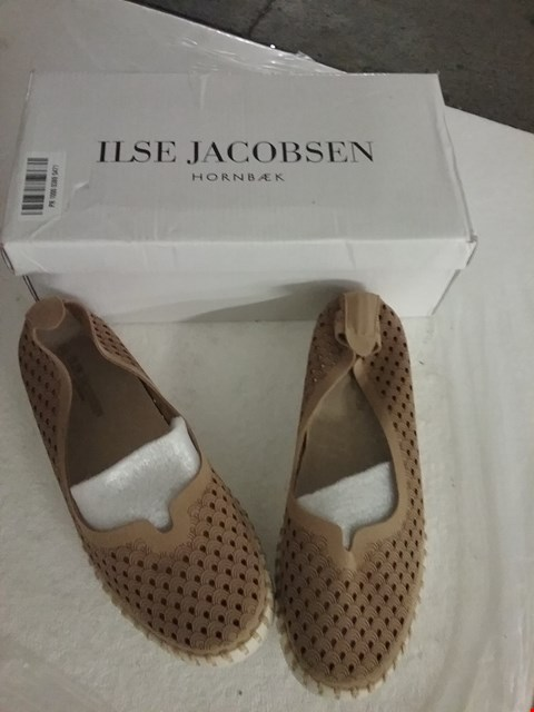 Lot 71 BOXED ILSE JACOBSEN SHOES - LATTE, SIZE 38 EU