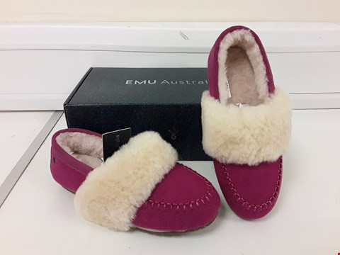 Lot 497 BOXED PAIR OF EMU AUSTRALIA SLIPPERS SIZE 3