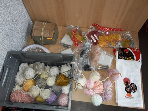 Lot 2509 BOX OF APPROXIMATELY 25 ASSORTED ITEMS TO INCLUDE VARIOUS BALLS OF YARN,LEAF SHAPE LIGHTS AND TOWEL