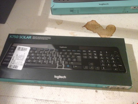 Lot 8 LOGITECH GAMING KEYBOARD