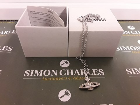 Lot 1144 DESIGNER WHITE METAL NECKLACE AND PENDANT