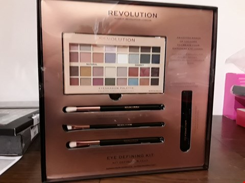 Lot 7033 BOXED REVOLUTION EYE DEFINING KIT
