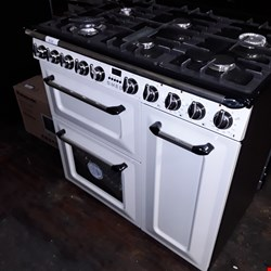 Lot 3132 BRAND NEW SMEG 6 GAS BURNER COOKER WITH OVENS - CREAM