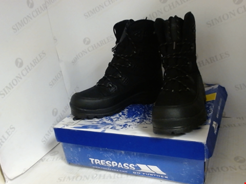 Lot 16056 BOXED PAIR OF DESIGNER TRESSPASS BOOTS - UK SIZE 9