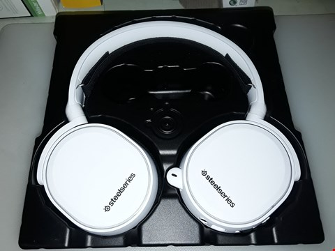 Lot 242 STEELSERIES ARCTIS 5 - GAMING HEADSET