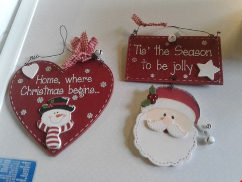 Lot 7709 A BOX OF CRAFT ITEMS TO INCLUDE A HOME, WHERE CHRISTMAS BEGINS SIGN AND A TIS' THE SEASON TO BE JOLLY SANTA SIGN