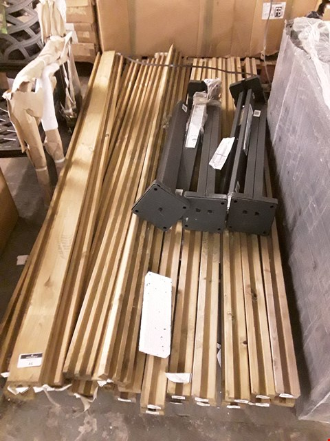Lot 46 PALLET OF ASSORTED BLOOMA GARDEN FENCING ITEMS INCLUDES NEVA STEEL POSTS AND VOLUME DOUBLE GROOVED POSTS