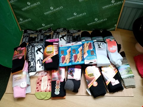 Lot 4135 BOX OF APPROXIMATELY 20 ASSORTED SOCKS TO INCLUDE FOOTBALL SOCKS, THERMAL SOCKS AND TUDOROSE TRAVEL SOCKS