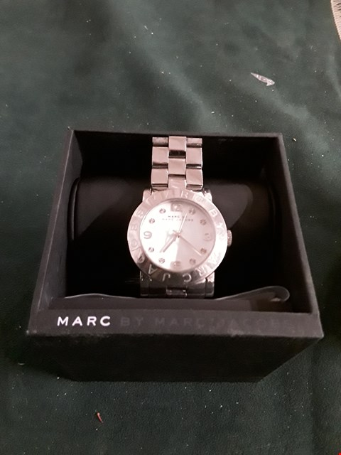 Lot 8081 LADIES WHITE METAL STRAP WRISTWATCH IN THE STYLE OF MARC JACOBS