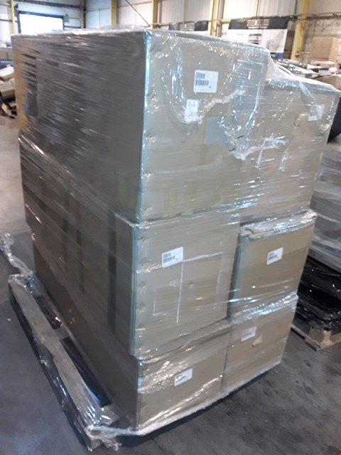 Lot 39 PALLET OF 6 ASSORTED BOXED CHRISTMAS TREES