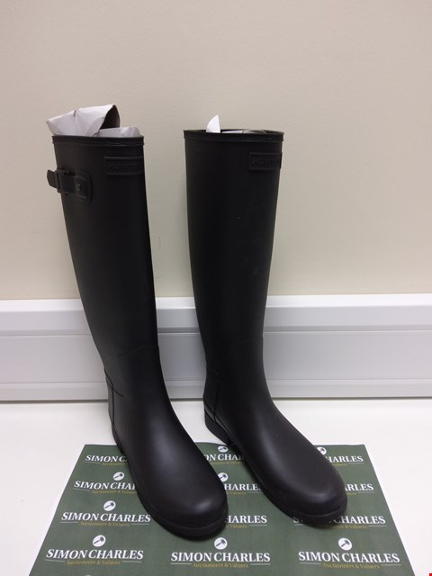 Lot 3032 PAIR OF HUNTER WELLIES SIZE 6