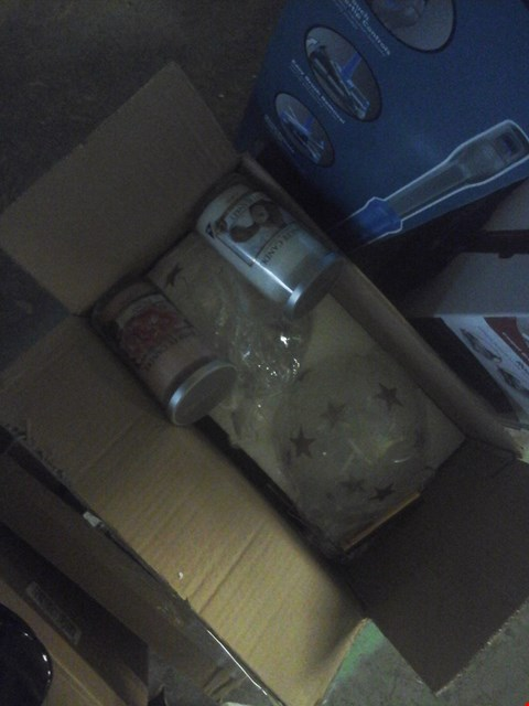 Lot 2251 TWO YANKEE CANDLES AND A PAIR OF STAR BAUBLES