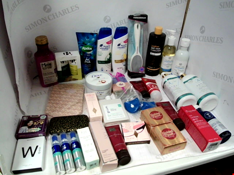 Lot 11046 LOT OF ASSORTED HEALTH & BEAUTY PRODUCTS TO INCLUDE: HEAD & SHOULDERS SHAMPOO, AROMA ALCOHOL-FREE HAND SANITIZER, MAUI SHEA BUTTER CONDITIONER