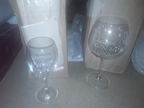 Lot 1798 A LARGE GIN GLASS AND A PERSONALISED WINE O CLOCK WINE GLASS  RRP £35