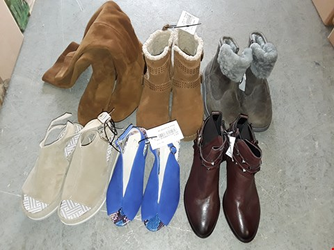Lot 330 LARGE QUANTITY OF ASSORTED FOOTWEAR IN VARIOUS SIZE