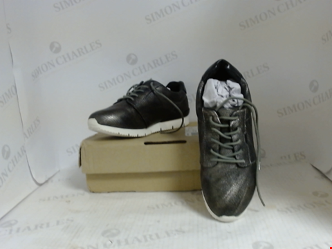 Lot 16040 BOXED PAIR OF DESIGNER JD WILLIAMS TRAINERS - UK SIZE 5