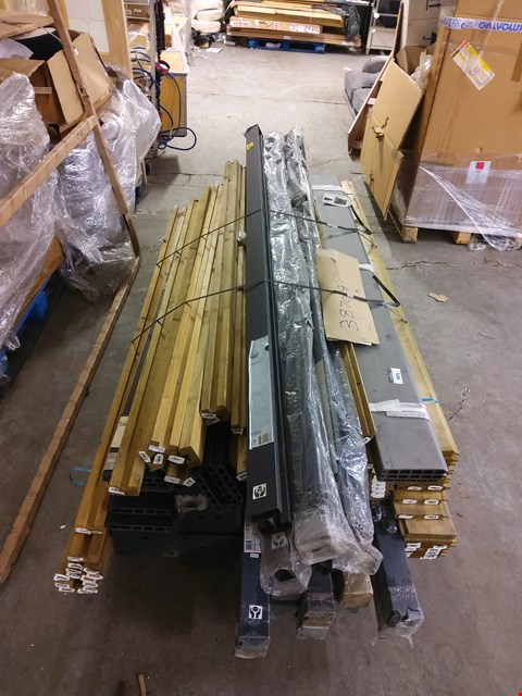 Lot 9071 PALLET OF ASSORTED POSTS AND PANELS  RRP £1775.00