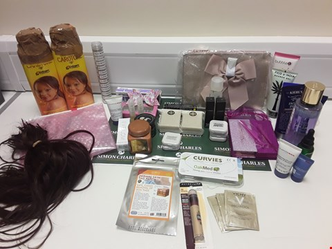 Lot 396 BOX OF APPROXIMATELY 40 ASSORTED BATH AND BEAUTY ITEMS TO INCLUDE EVE LOM, MAC, MAYBELLINE ETC