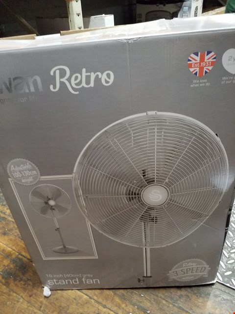 Lot 3138 SWAN RETRO 40CM ADJUSTABLE STAND FAN - GREY RRP £79.99